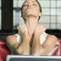 Jaké příznaky má štítná žláza