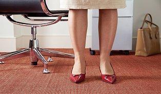Oteklé nohy ačervené fleky