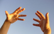 Svědění dlaní abrnění rukou